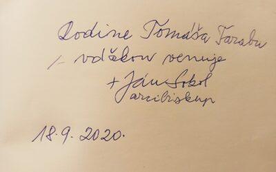 Ďakujem Mirovi Vetríkovi za doručenie knihy pamätí od otca arcibiskupa Jána Sokola s venovaním.